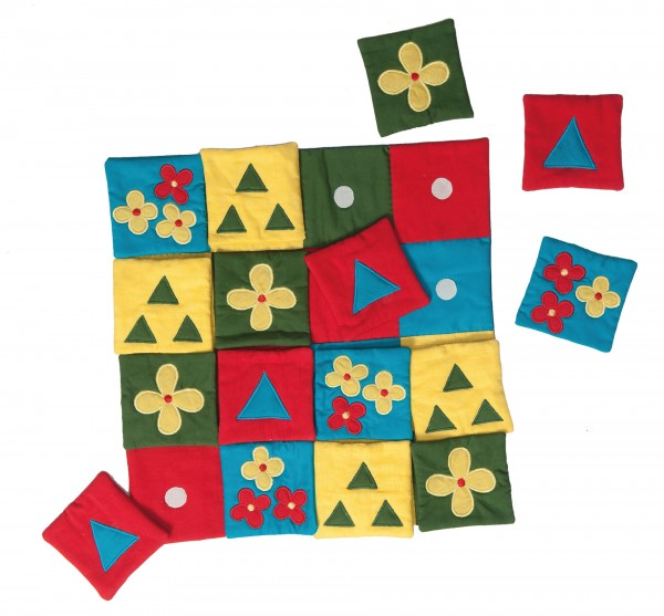 REVIVA für Menschen mit Demenz – Suprima - Memory-Decke – Die Decke besteht aus 4x4 Feldern welche diagonal angeordnet sind.